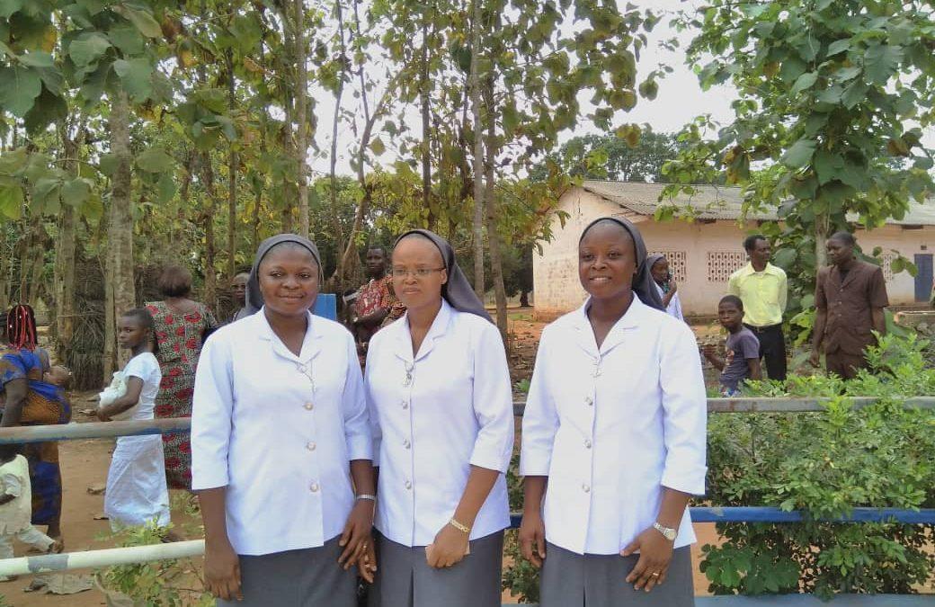 Profesión Perpetua de Grâce, Roseline y Viviane en Benín