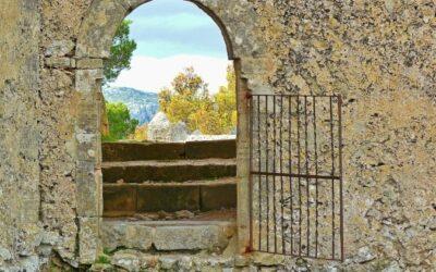 Puertas abiertas, puertas cerradas – Víctor Codina, sj